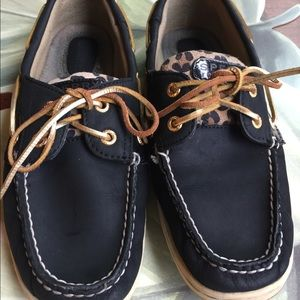 SPERRY TOP SIDER NAVY &ANIMAL PRINT SIZE 8.5